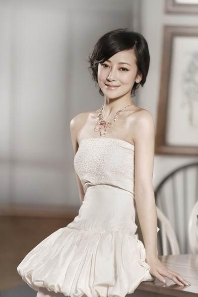 组图:陈紫函另类写真白色短裙显温婉娴静气质