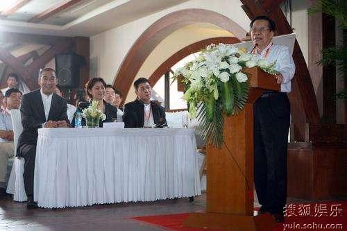 中央电视台前台长杨伟光上台讲话