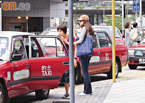 林志玲与助手插队上车时遭司机拒载,并让她们往排队