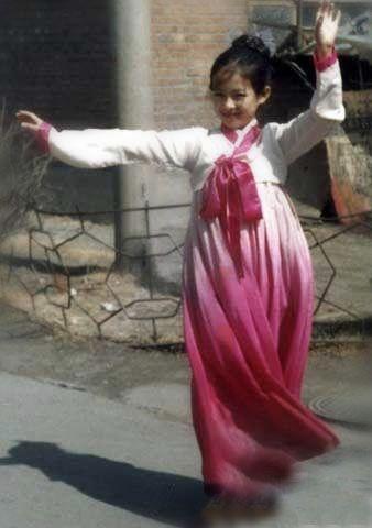 章子怡穿民族服装跳舞
