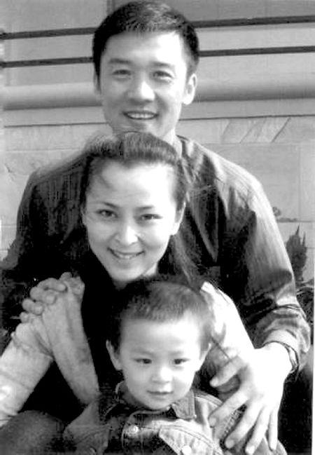 生活中的黄志忠与家人。