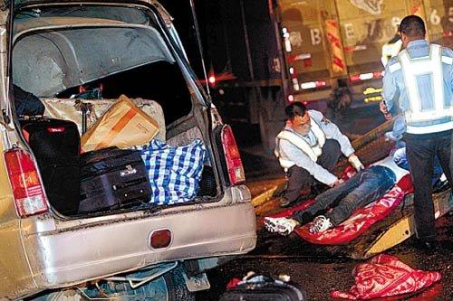 9名同乡拼车回家过年 遇车祸3死6伤(组图)