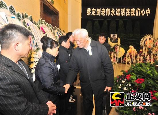 法学泰斗郭道晖先生出席追悼会。程丁摄