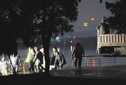 沙湖水体污染严重 10吨污水鱼流向江西湖口县
