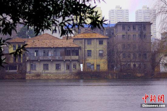 南昌行营位于东湖之畔,原为江西省国立图书馆。