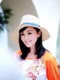 高清:戴娇倩最新杂志写真甜美笑容眼神清澈