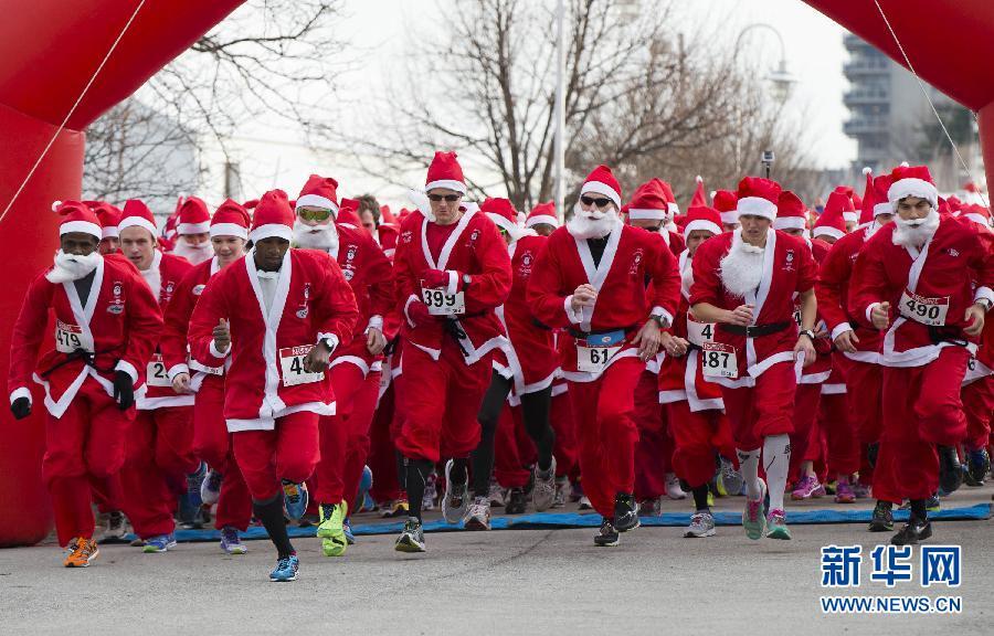 加拿大举办圣诞老人长跑赛(图)