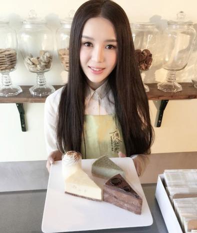 杨坤新欢女友美艳照曝光 撞脸Angelababy