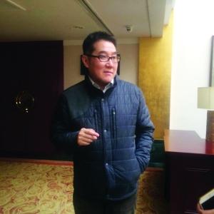 海岩接受记者采访