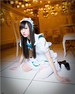 日本美少女那奈制服诱惑 穿女仆装跪迎主人