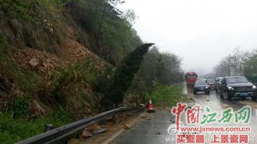 昌九高速652公里处南昌往九江发生山体滑坡