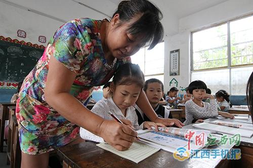 最美教师王彩兰:扎根乡村教学35年  甘做教育事业的一块砖
