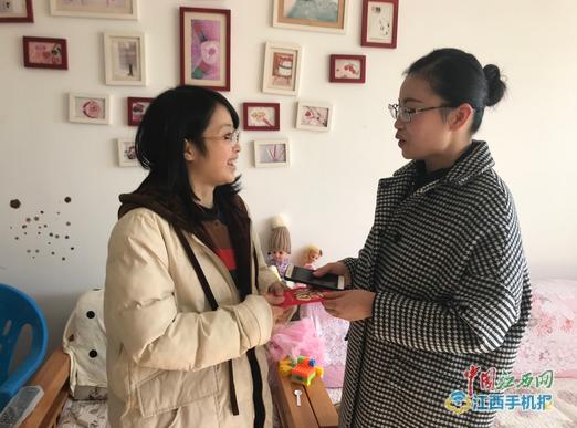 """上饶县五小工会看望慰问贫困教师与""""大病互助""""受助教师"""