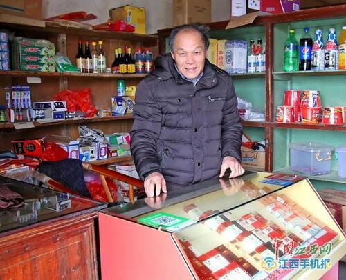 """20平米""""板房小超市"""" 托起贫困户幸福生活"""